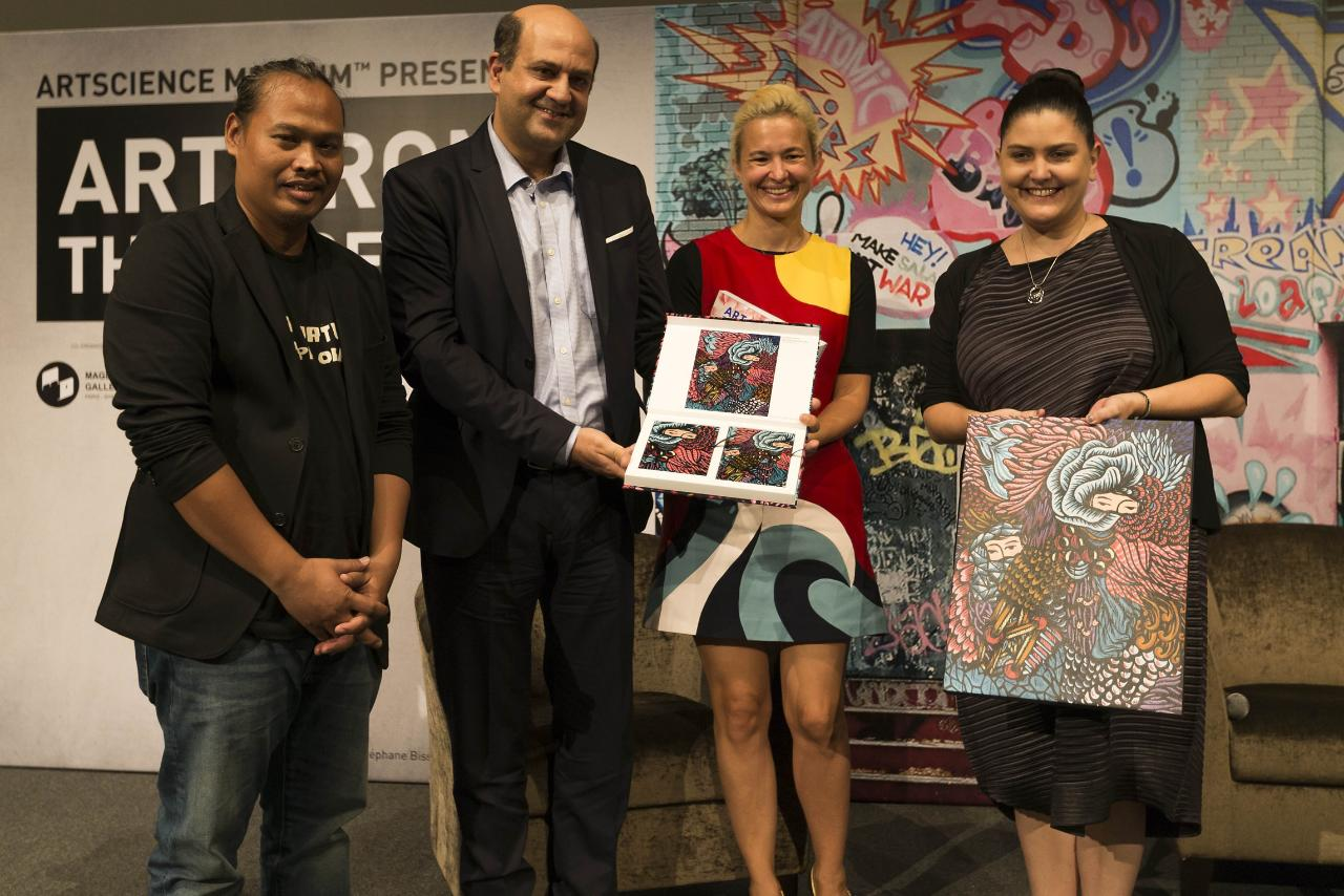 Indonesian artist Eko Nugroho (far left) and Puneet Chadha, director of marketing for the graphics solutions business, APAC at HP (second from the left.)