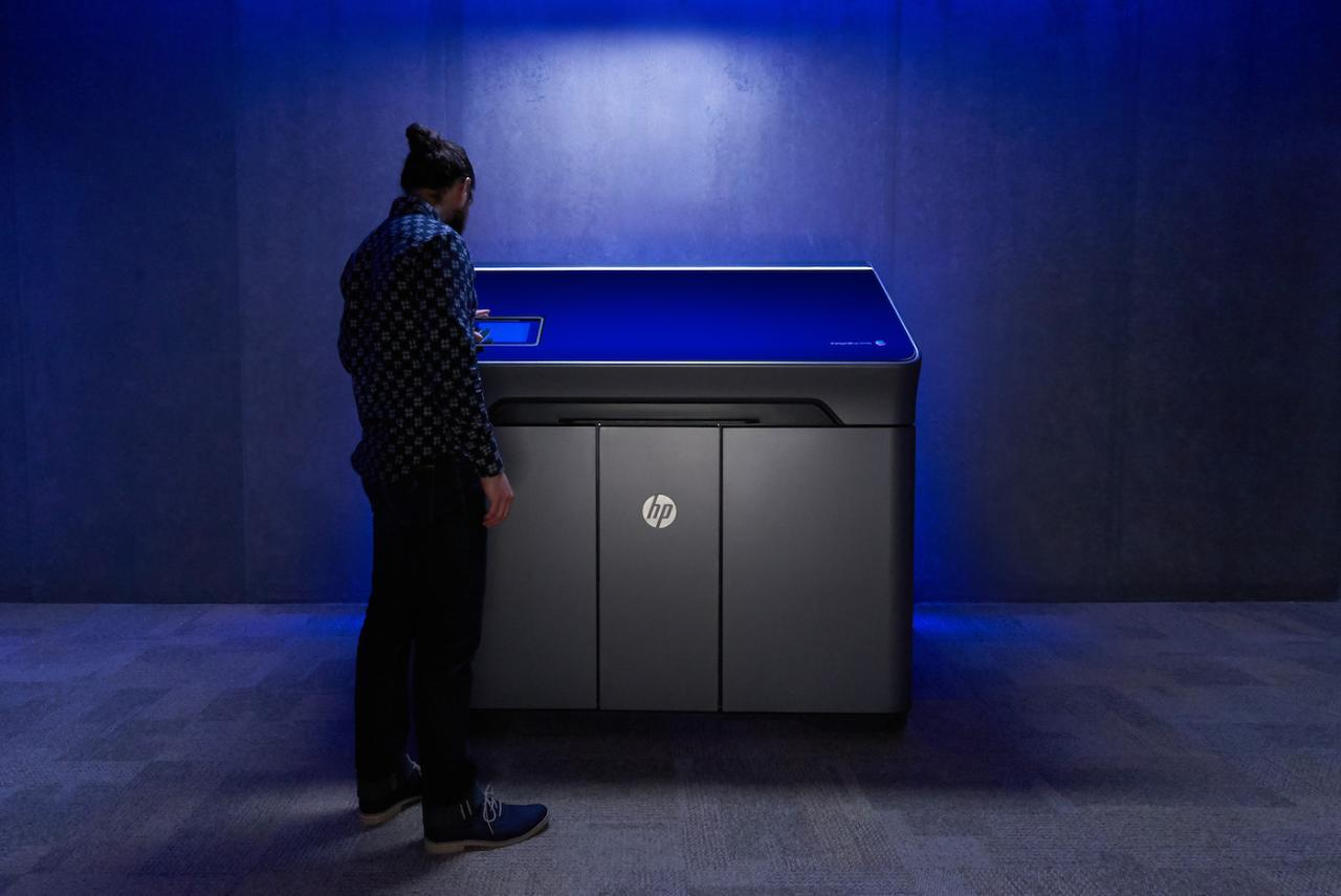 The new HP Jet Fusion 300/500 printers are an industry first: capable of creating production-quality prototypes quickly, accurately and affordably.