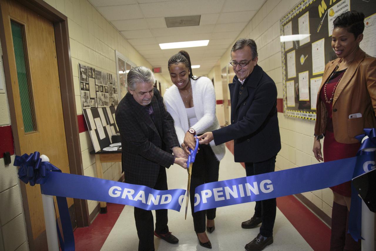 Luis Miranda, Graham School student Vexsanna Jackson and Lucio unveil the new HP Learning Studio.