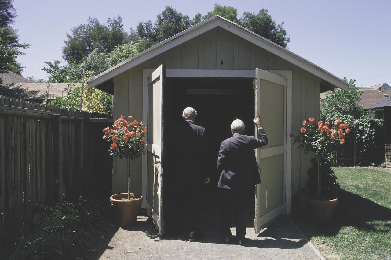 Packard and Hewlett return to the garage in 1989 to celebrate the company's 50th anniversary.