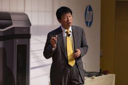 HP Japan President Takashi Oka